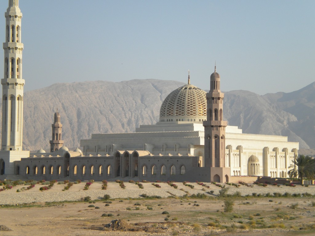 Esterno Moschea Madinat as Sultan al Qaboos