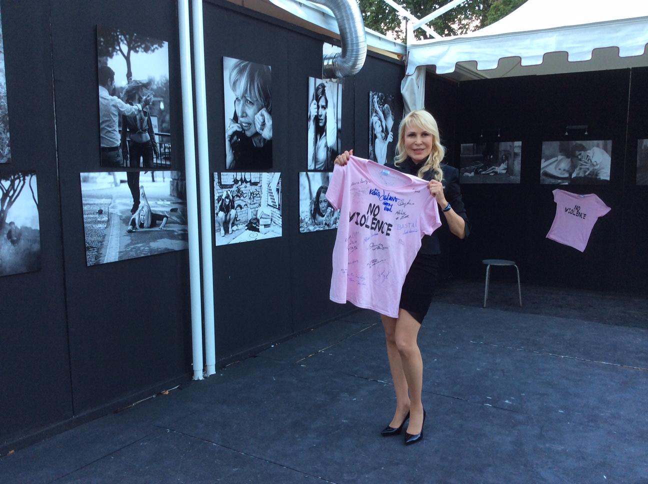 t-shirt - NoViolence - Isola del Cinema - Roma 9 luglio 2014