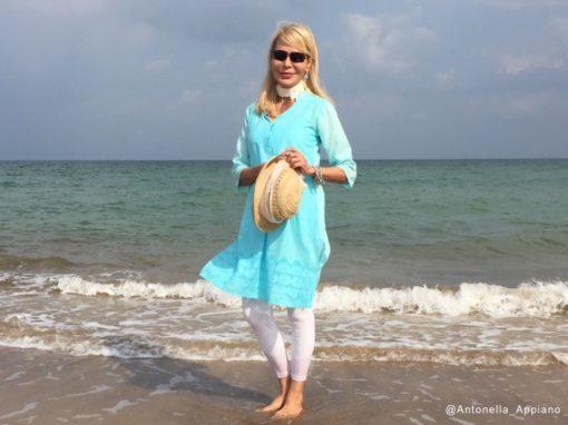 passeggiata sulla spiaggia prima di iniziare a lavorare, Muscat - Oman